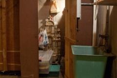 20090825-Basement-23_stairs_closet_before